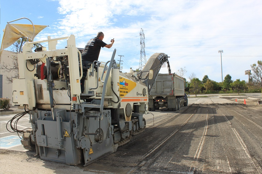 asphalt-milling-parking-lot-americoat-equipment